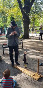 Edinburgh Fringe puppet street performer