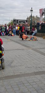 Edinburgh Fringe acrobat street performer